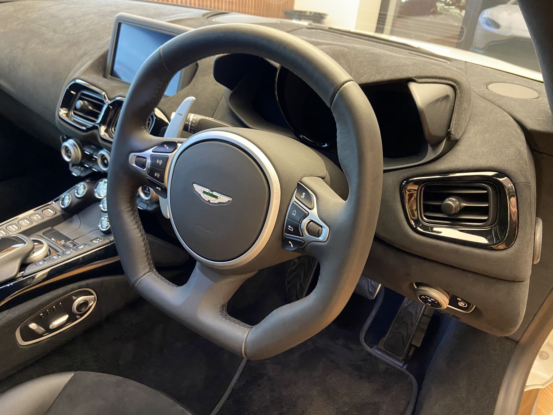Aston Martin New Vantage 2dr ZF 8 Speed image 28