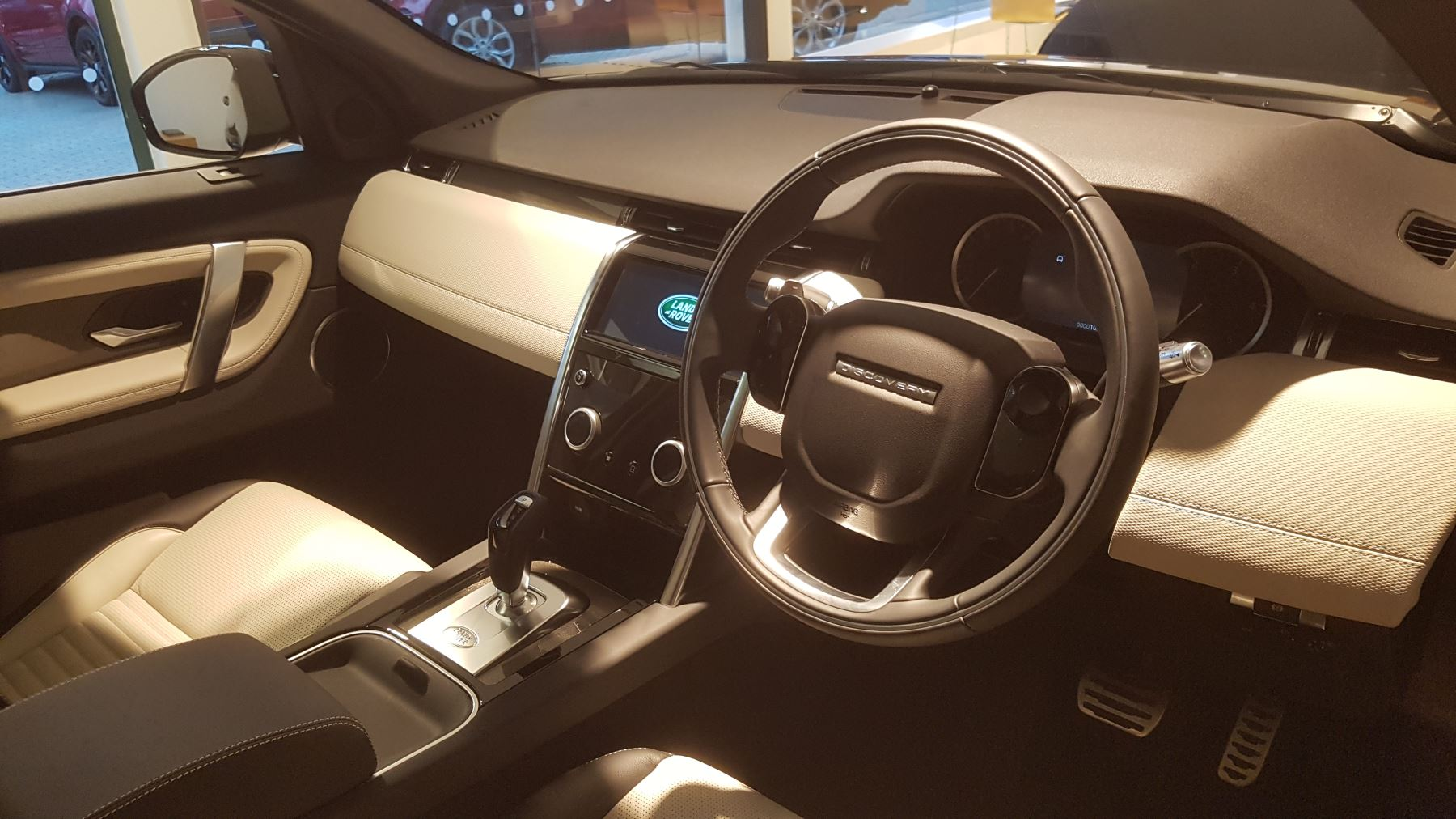 Land Rover Discovery Sport 2.0 D180 R-Dynamic S image 9