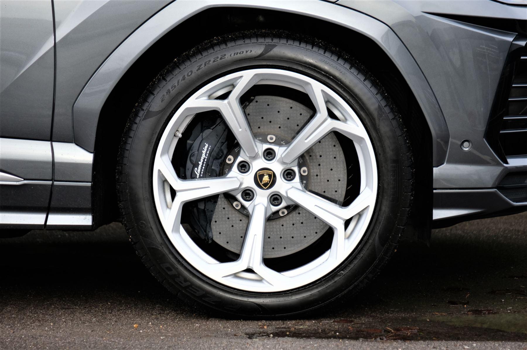 Lamborghini Urus 4.0T FSI V8 5dr image 9