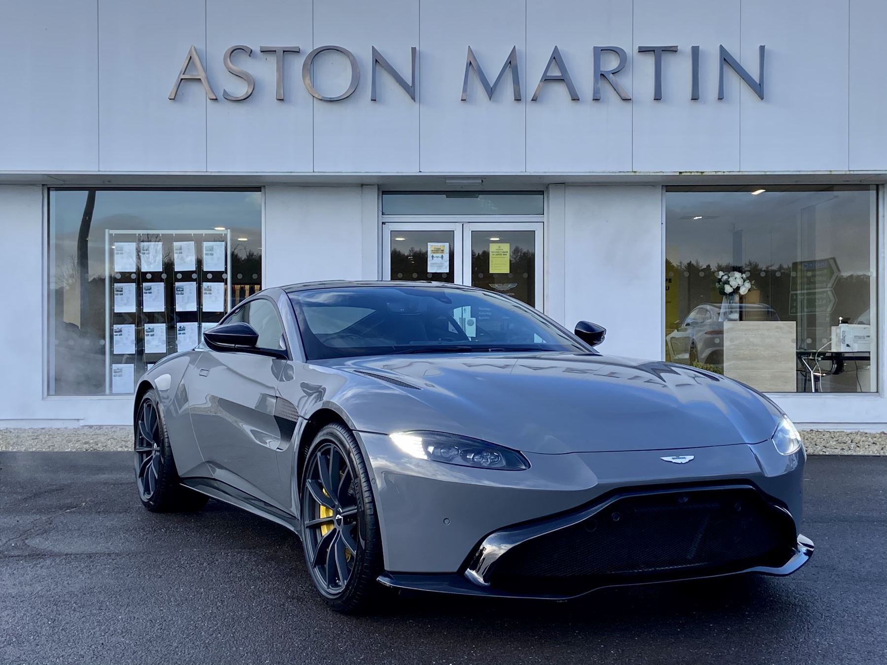 Aston Martin V8 Vantage Coupe 2dr ZF 8 Speed 4.0 Automatic 3 door Coupe (2019) image