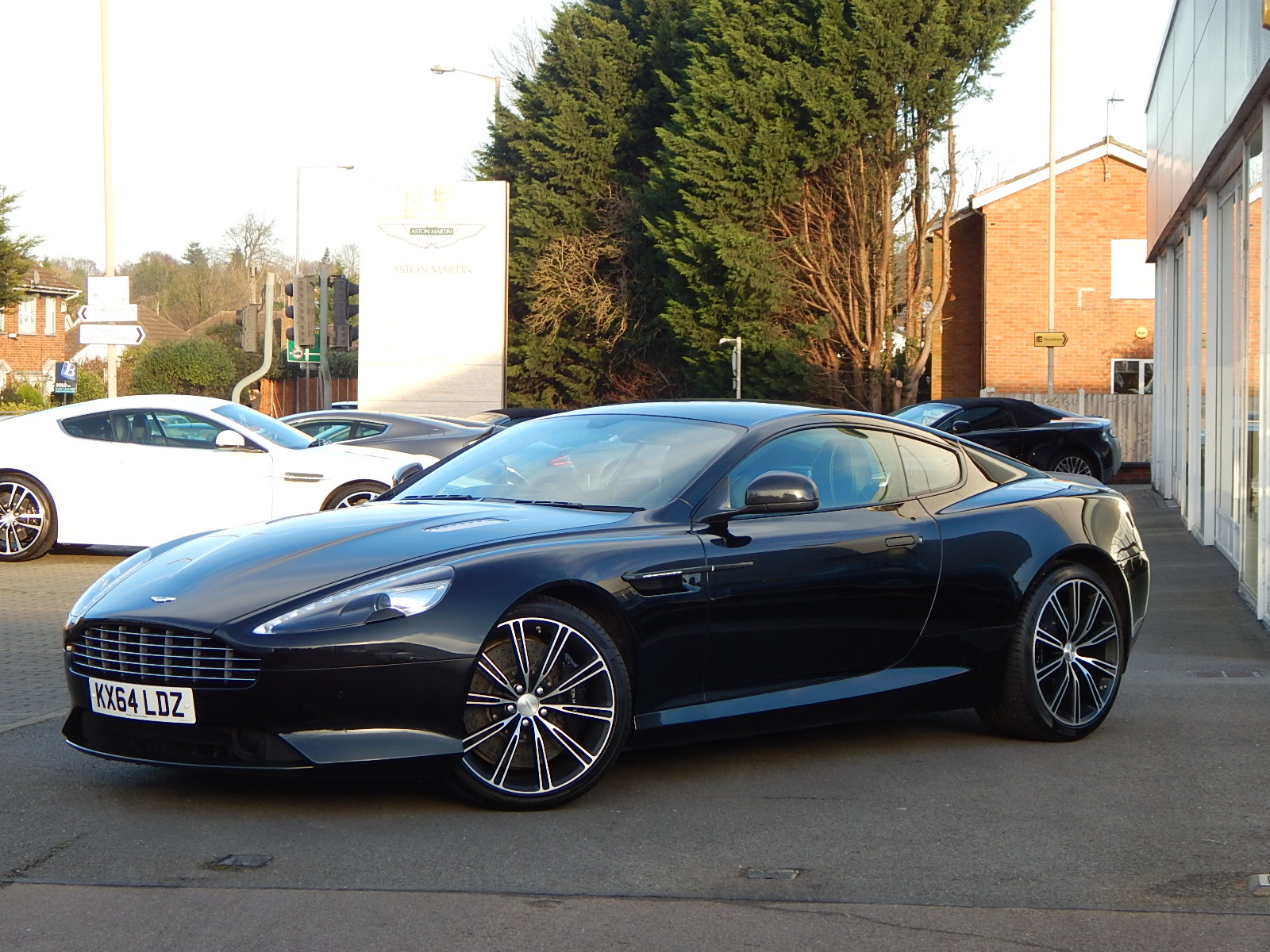 Aston Martin DB9 V12 2dr Touchtronic, Carbon Edition image 4