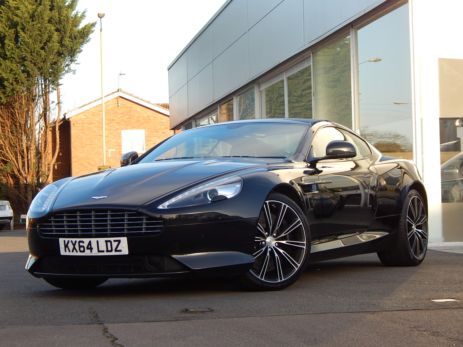 Aston Martin DB9 V12 2dr Touchtronic, Carbon Edition image 6