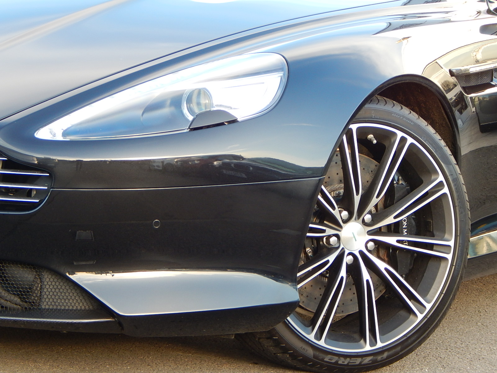 Aston Martin DB9 V12 2dr Touchtronic, Carbon Edition image 7