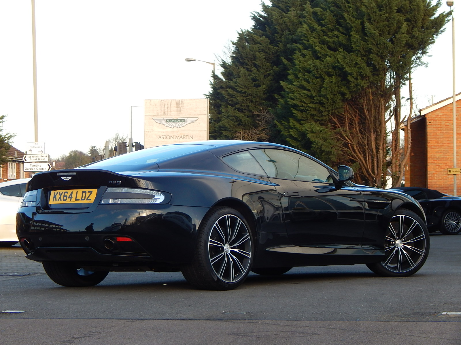 Aston Martin DB9 V12 2dr Touchtronic, Carbon Edition image 2