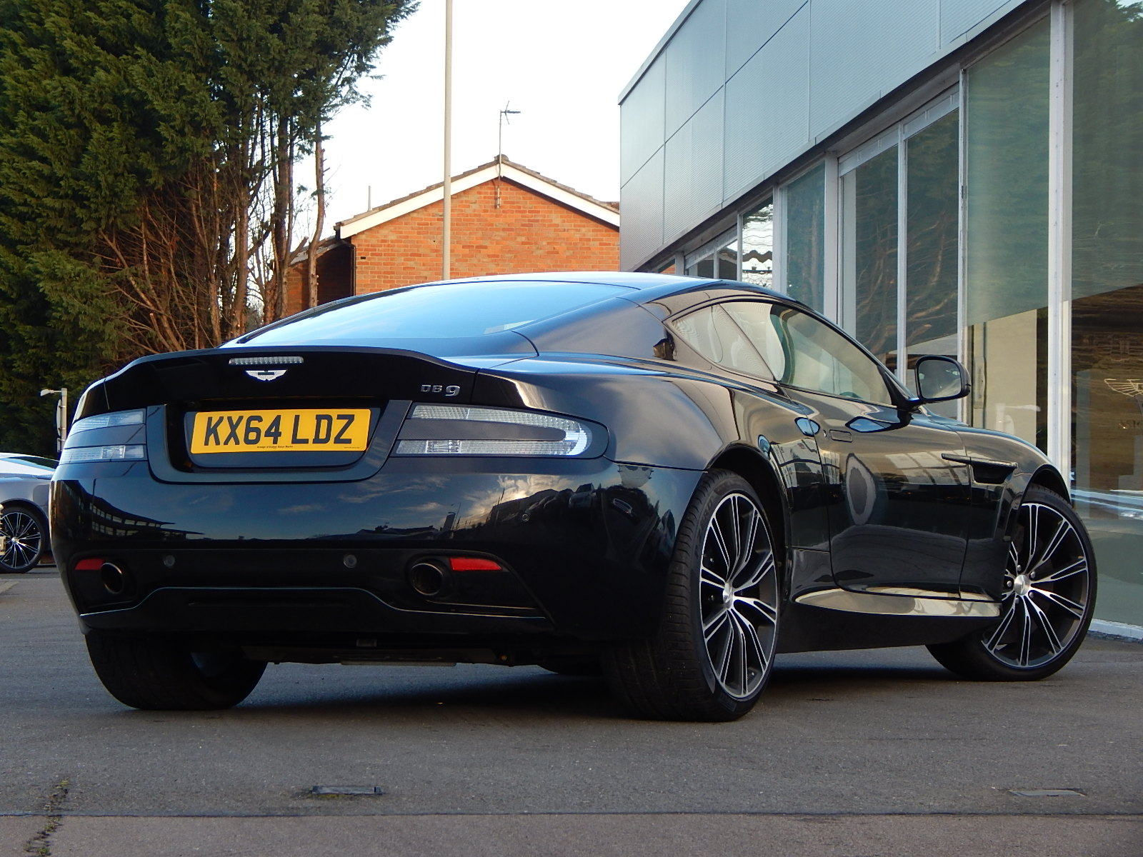 Aston Martin DB9 V12 2dr Touchtronic, Carbon Edition image 9