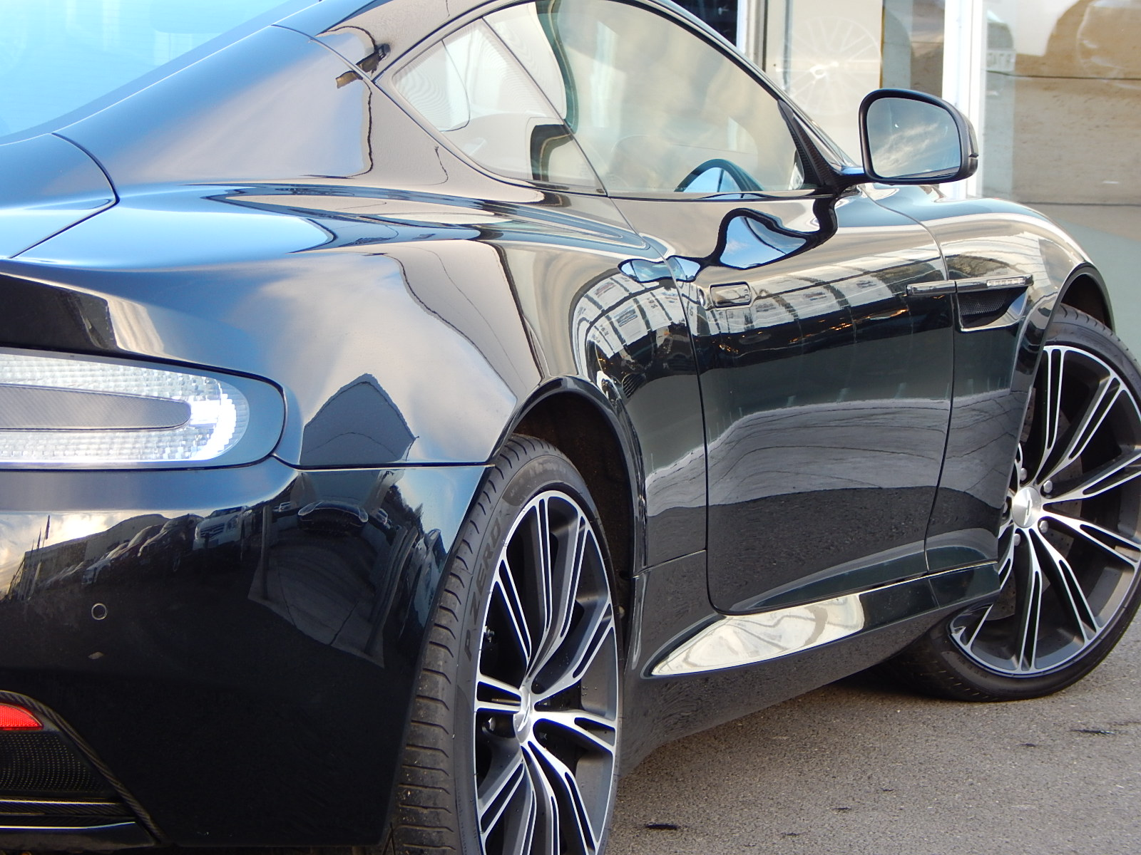 Aston Martin DB9 V12 2dr Touchtronic, Carbon Edition image 13