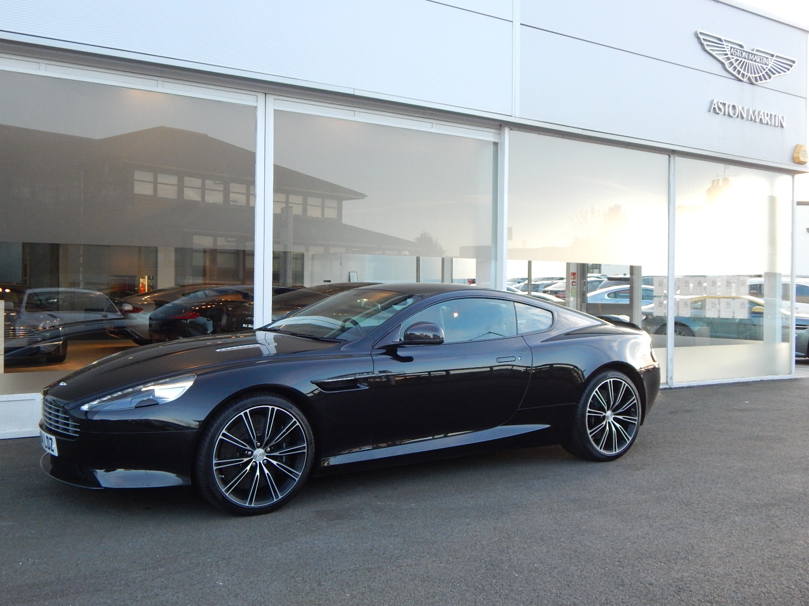 Aston Martin DB9 V12 2dr Touchtronic, Carbon Edition image 18