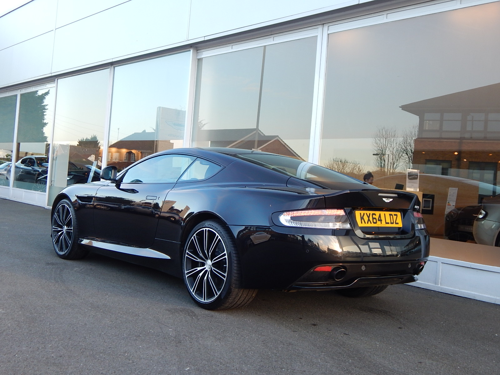 Aston Martin DB9 V12 2dr Touchtronic, Carbon Edition image 19