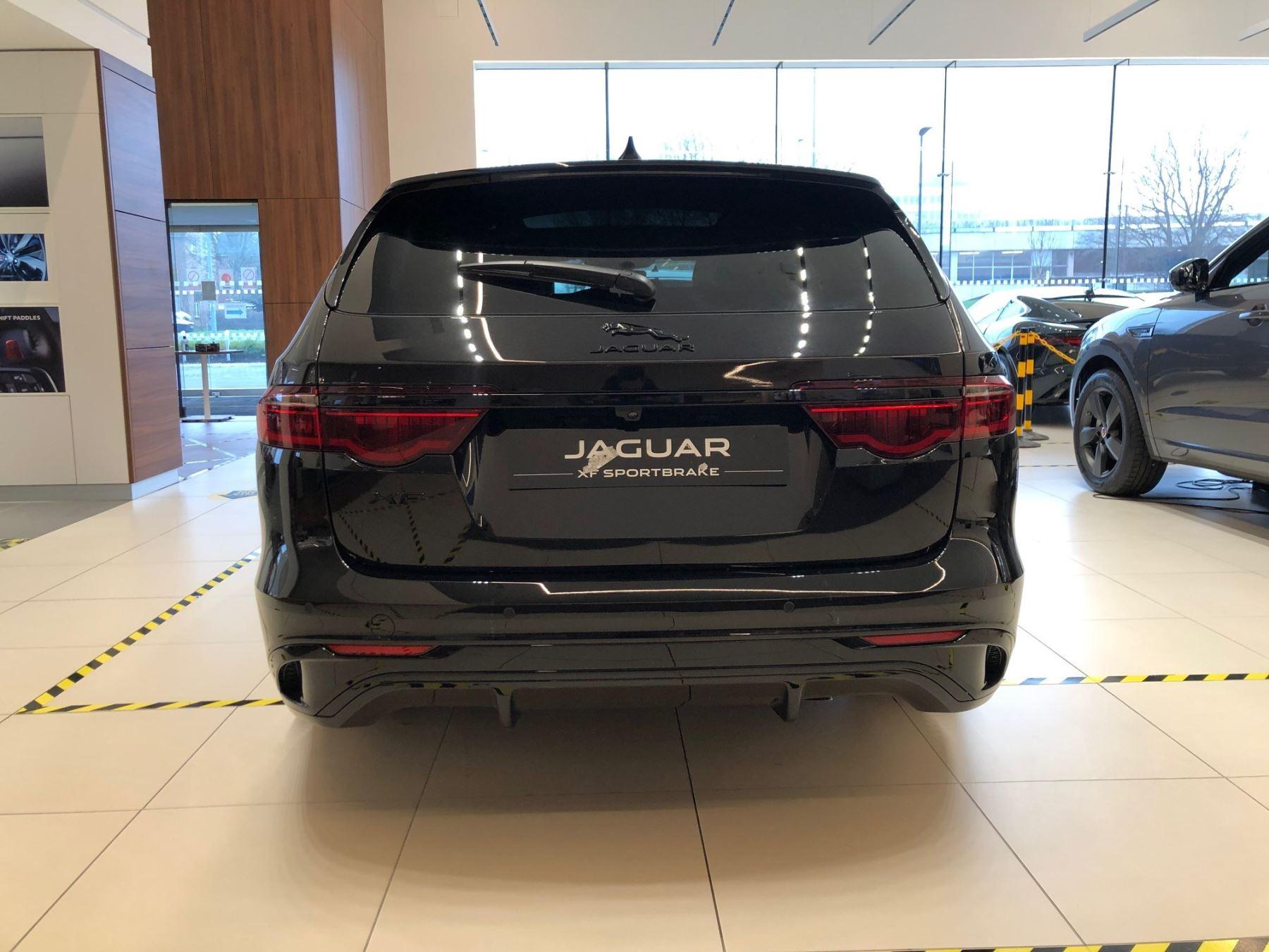 Jaguar XF Sportbrake 2.0 P250 R-Dynamic SE image 3