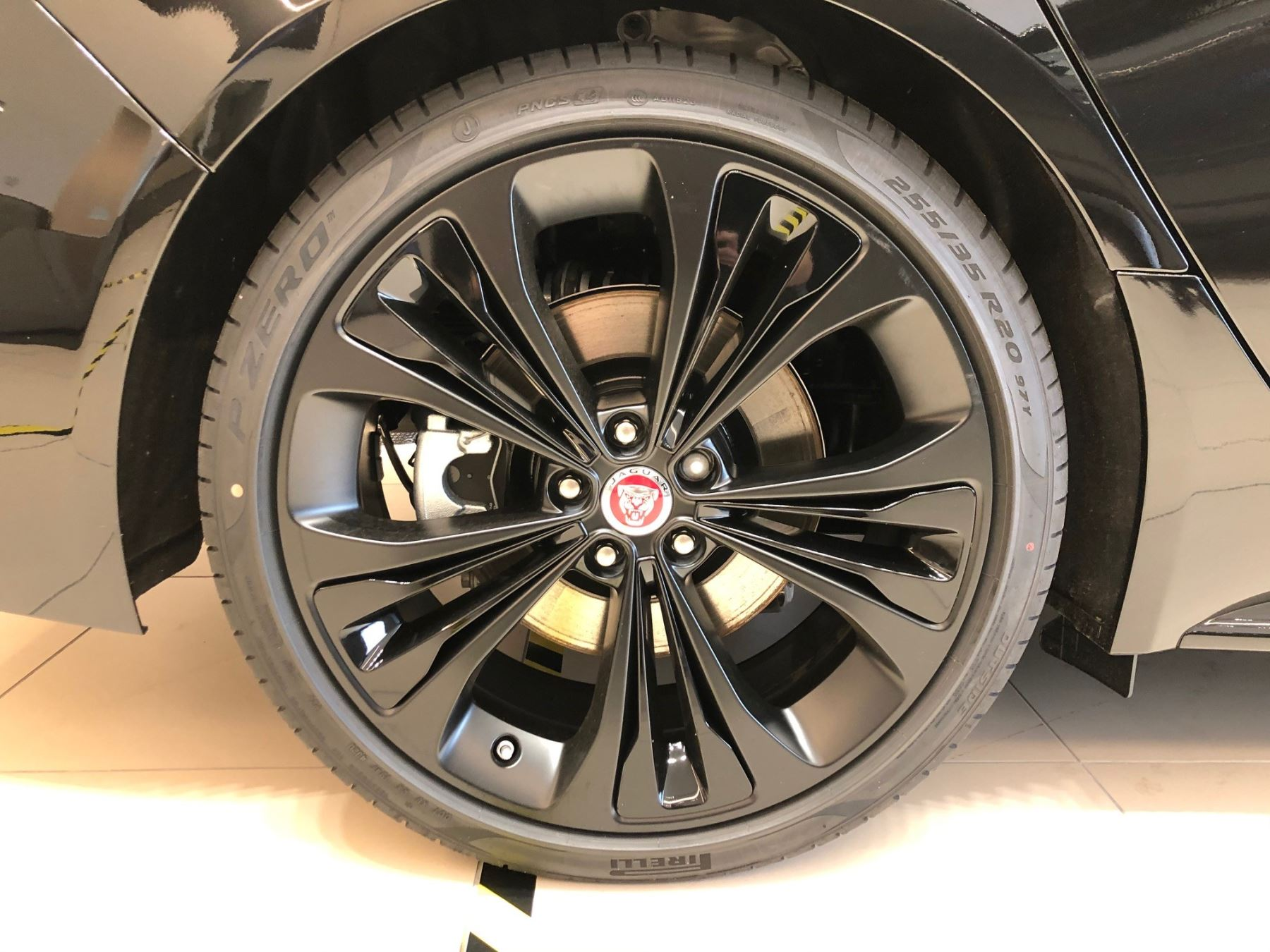 Jaguar XF Sportbrake 2.0 P250 R-Dynamic SE image 11