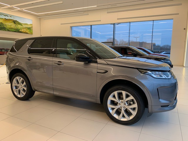 Land Rover Discovery Sport 2.0 D180 R-Dynamic S image 3