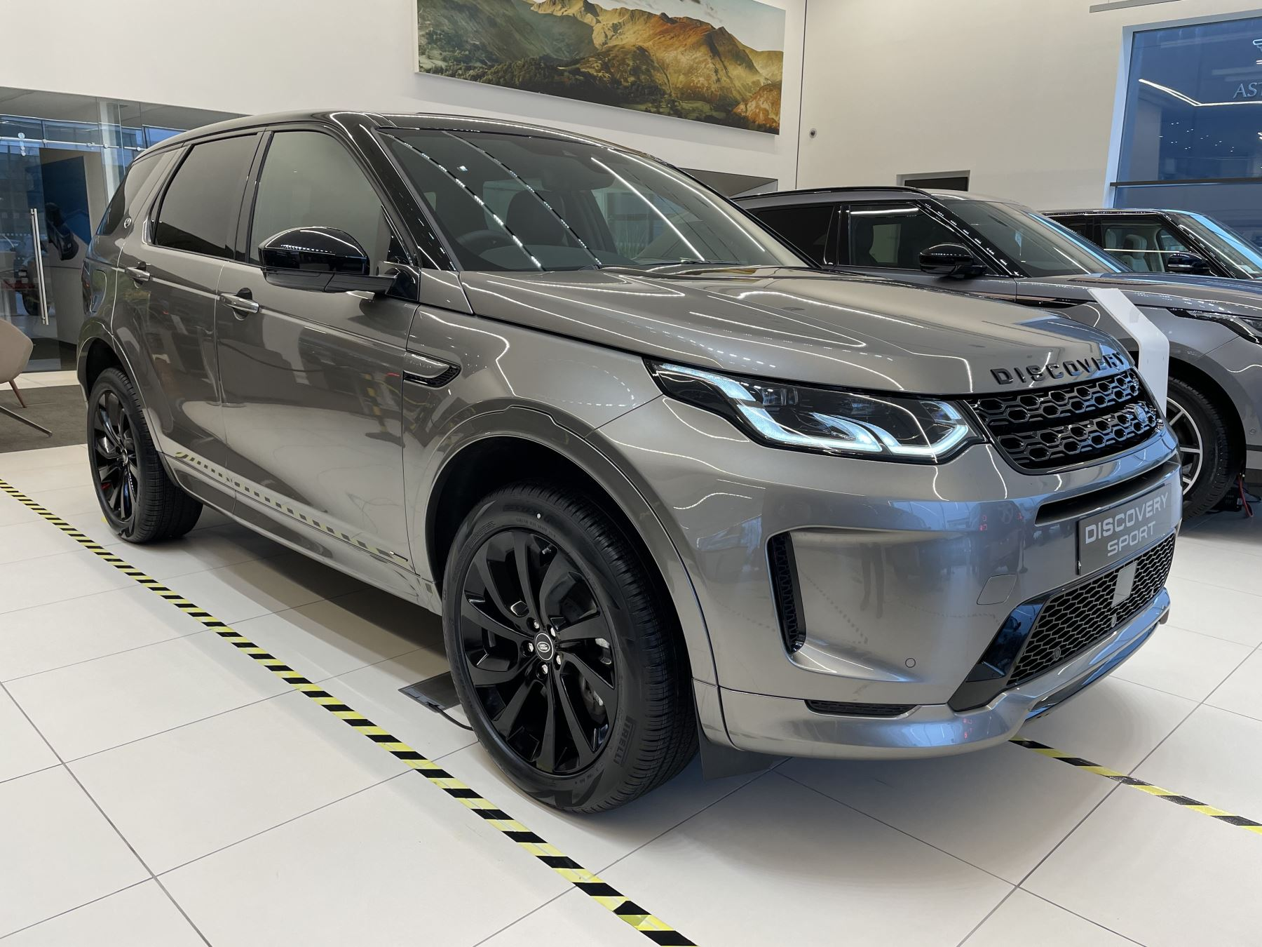 Land Rover Discovery Sport 2.0 P250 R-Dynamic HSE image 1