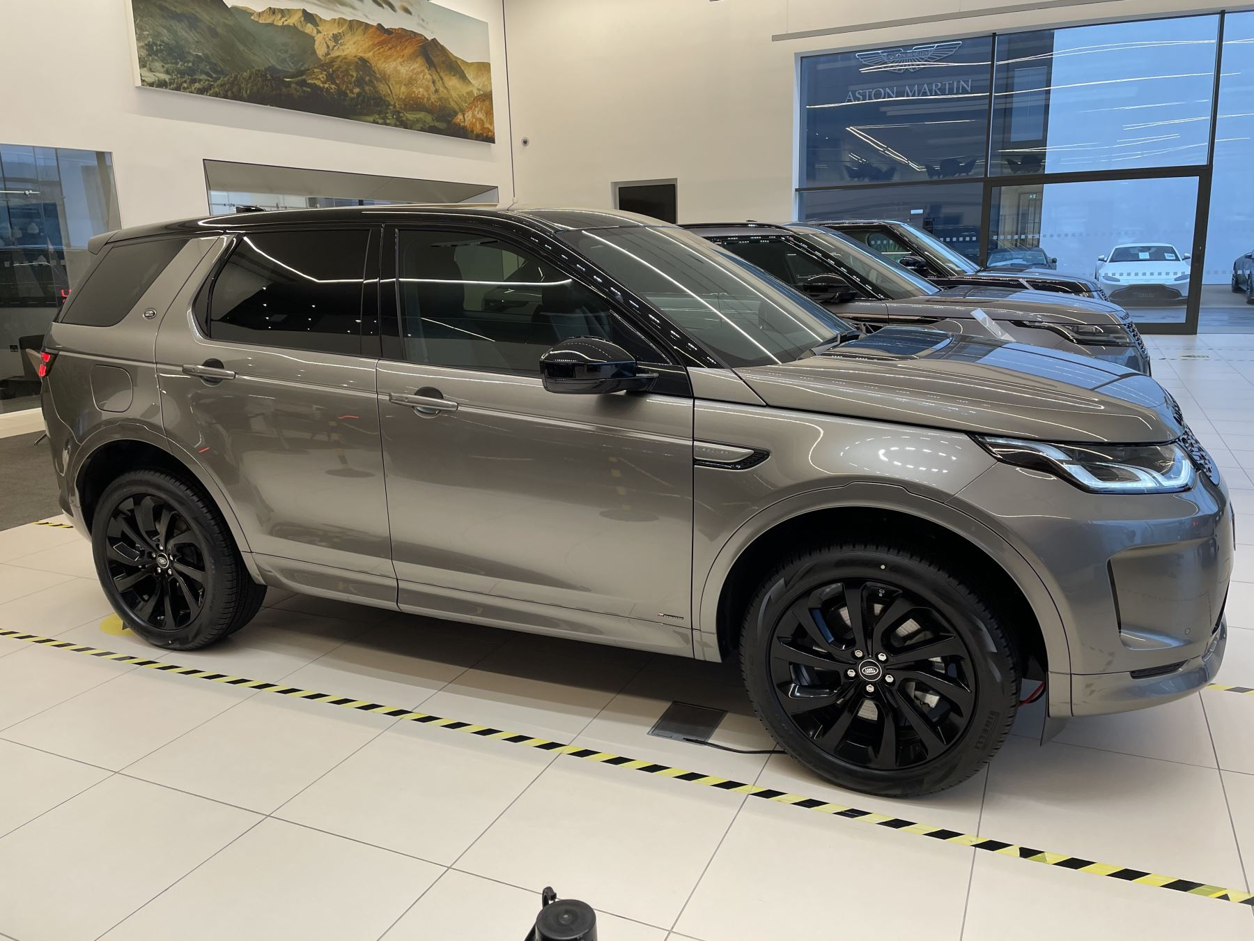 Land Rover Discovery Sport 2.0 P250 R-Dynamic HSE image 2