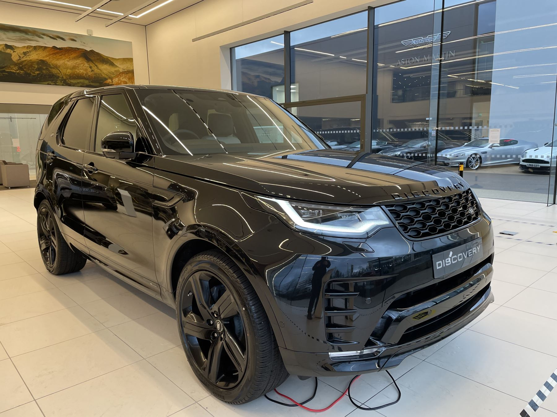 Land Rover Discovery 3.0 D300 R-Dynamic SE image 5