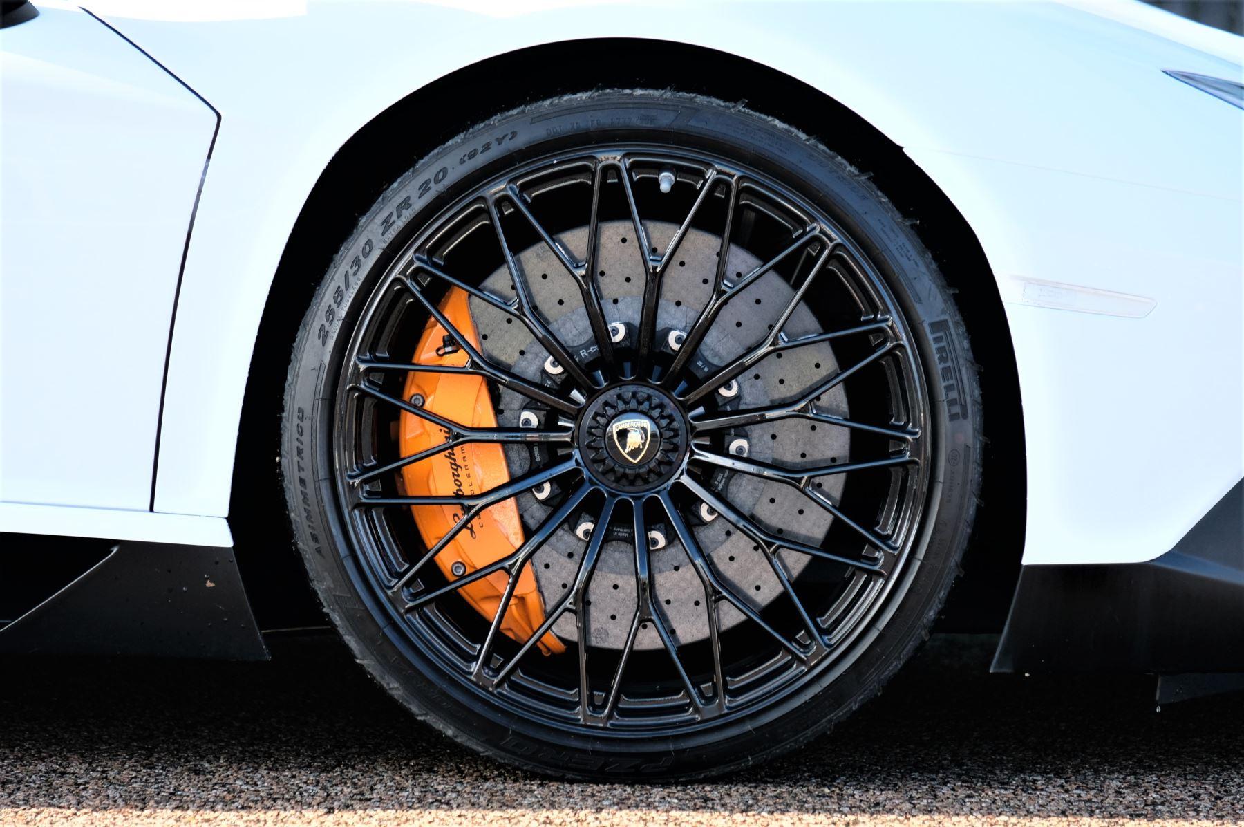 Lamborghini Aventador LP 750-4 Superveloce 2dr ISR image 9
