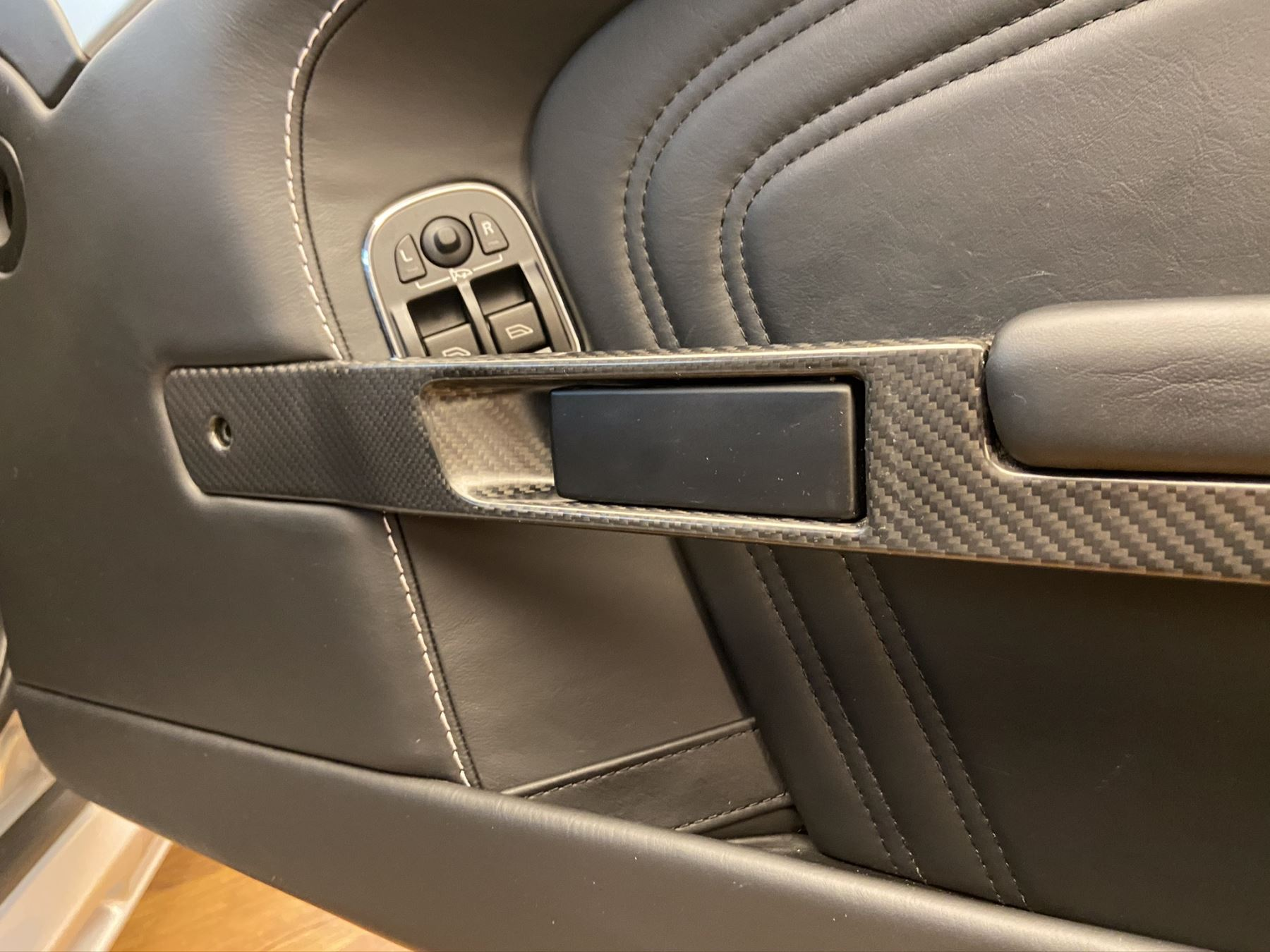 Aston Martin DBS V12 2dr Touchtronic image 19