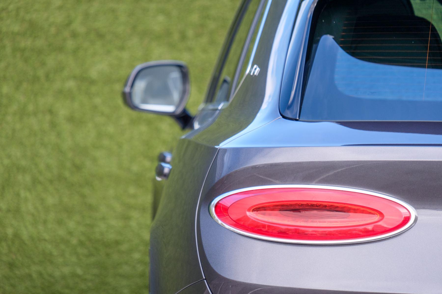 Bentley Bentayga First Edition 4.0 V8  image 9