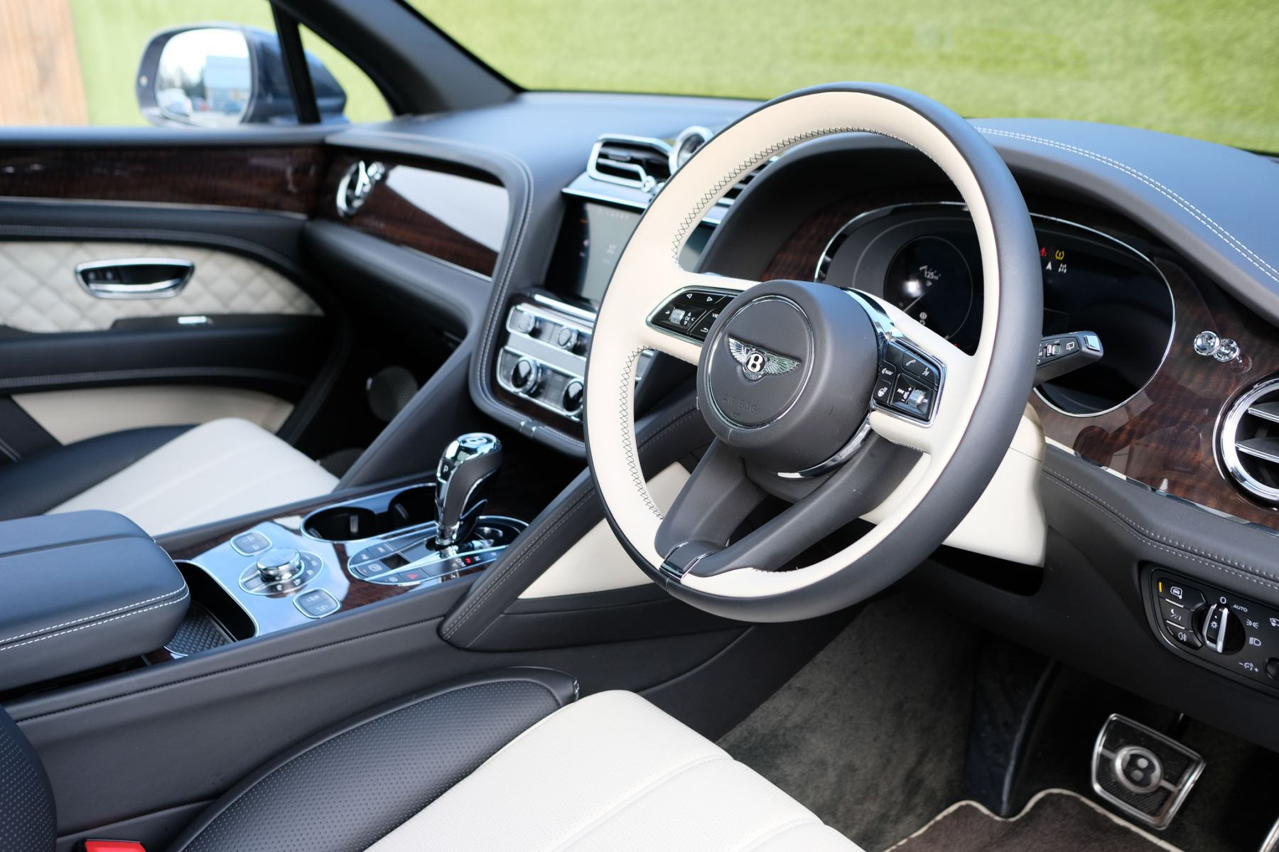 Bentley Bentayga First Edition 4.0 V8  image 12