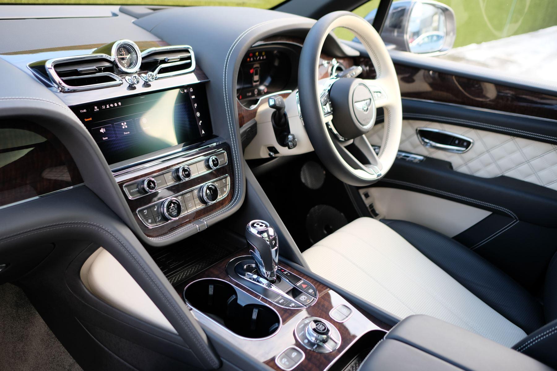 Bentley Bentayga First Edition 4.0 V8  image 11