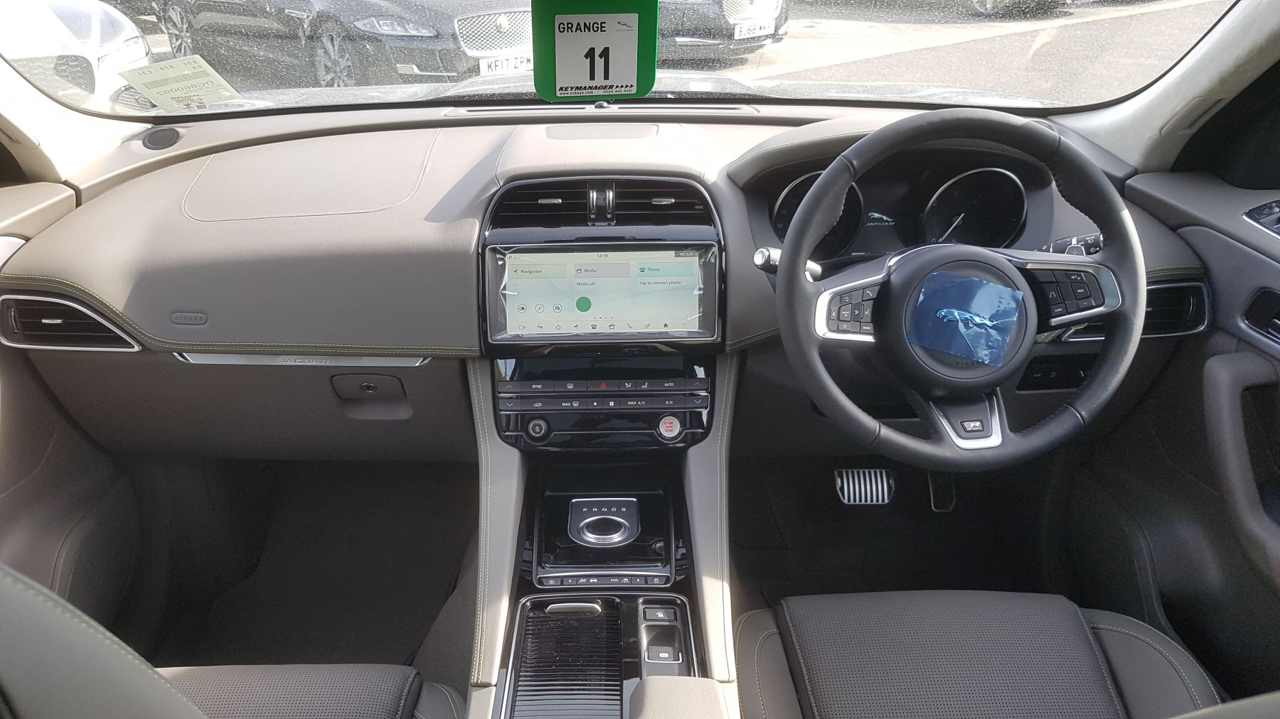 Jaguar F-PACE 2.0d R-Sport AWD image 8