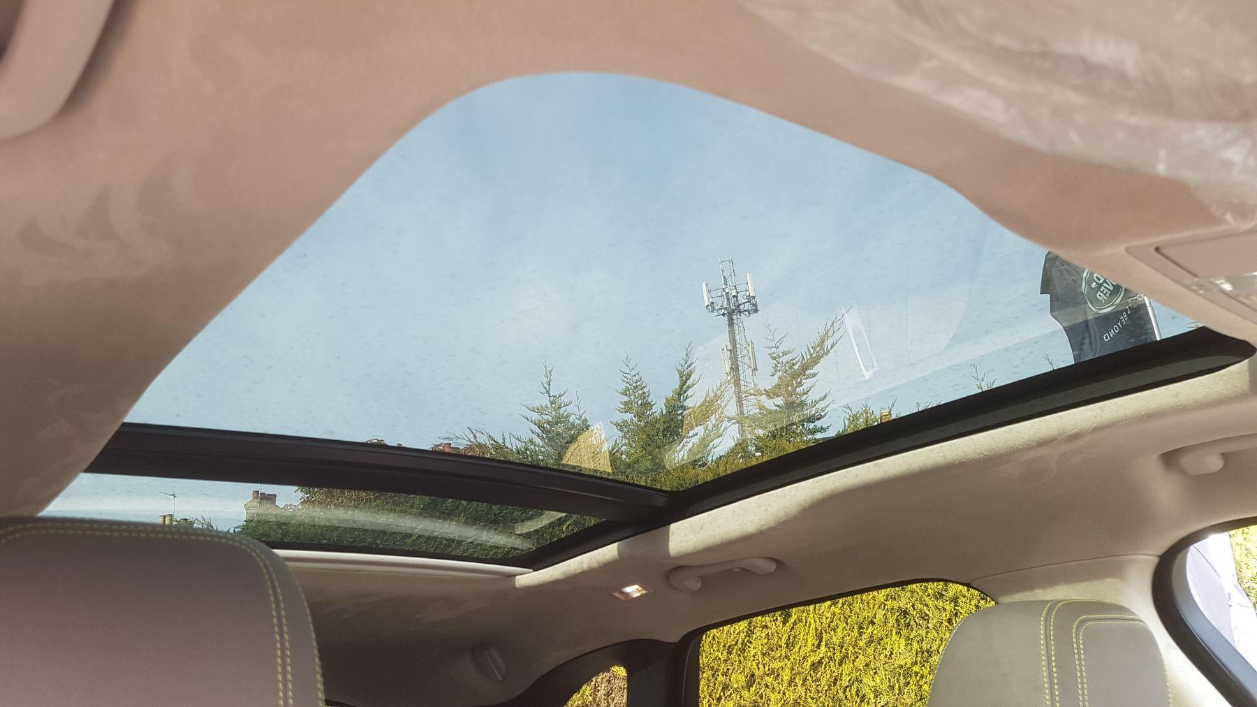 Jaguar F-PACE 2.0d R-Sport AWD image 9