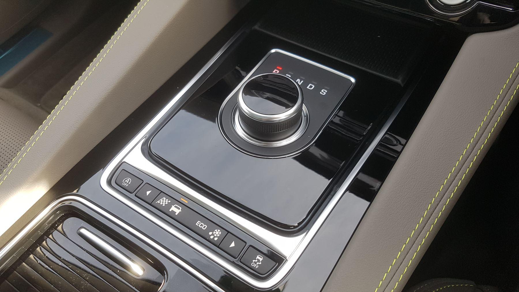 Jaguar F-PACE 2.0d R-Sport AWD image 15