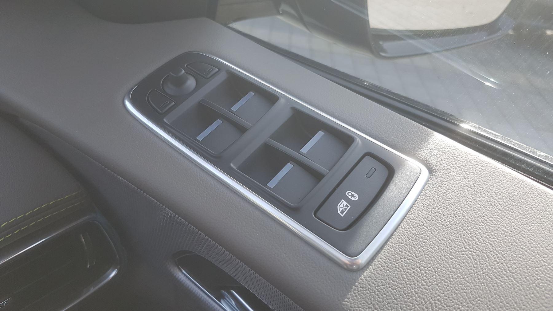 Jaguar F-PACE 2.0d R-Sport AWD image 19