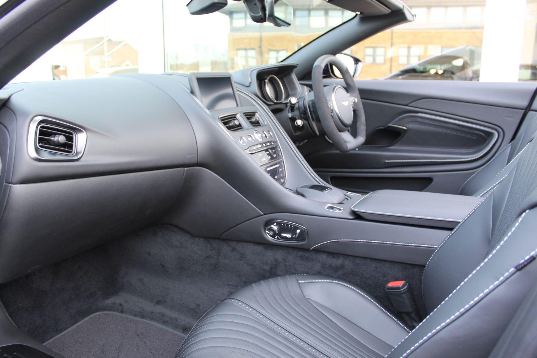 Aston Martin DB11 Volante V8 Volante 2dr Touchtronic image 3