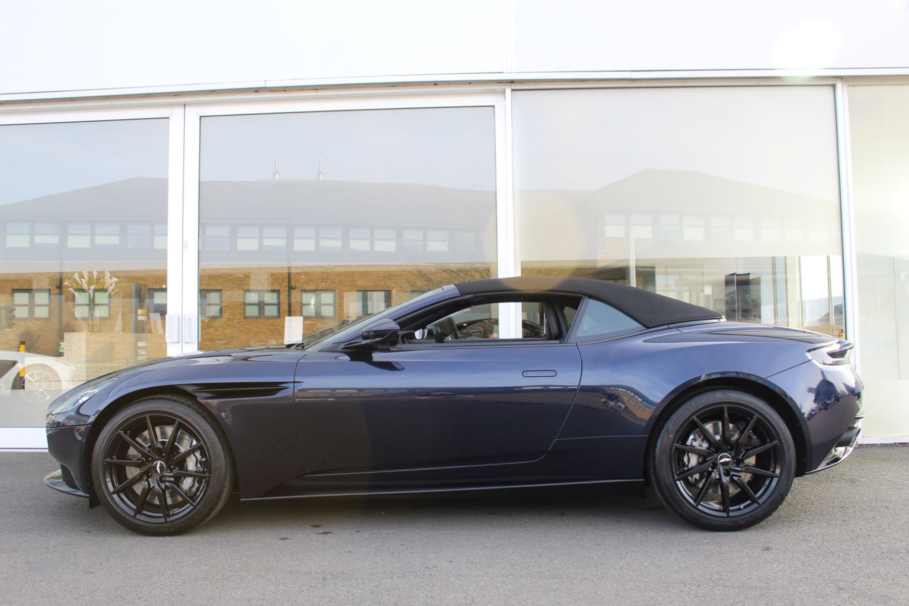 Aston Martin DB11 Volante V8 Volante 2dr Touchtronic image 16