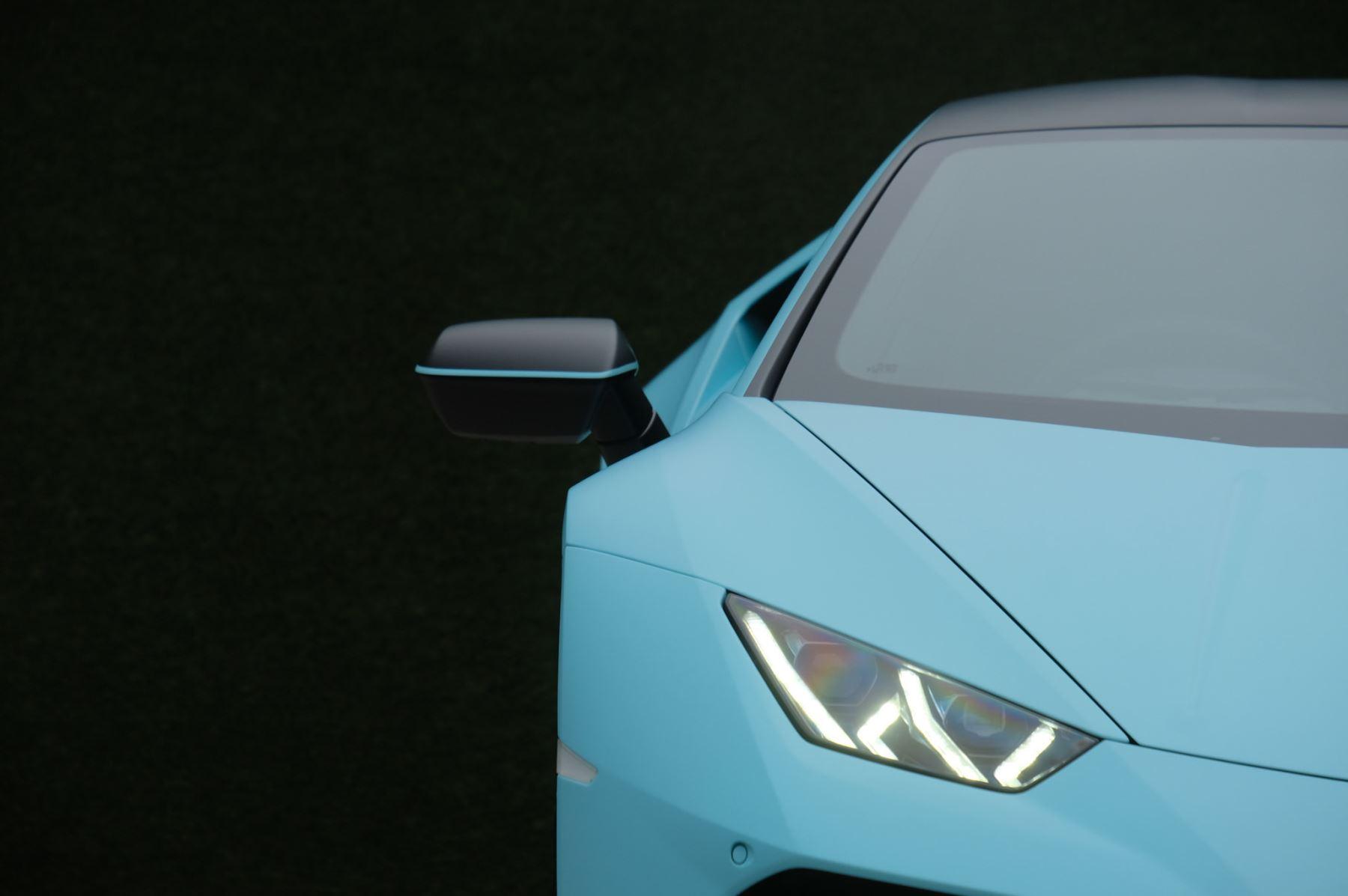 Lamborghini Huracan EVO Coupe image 10