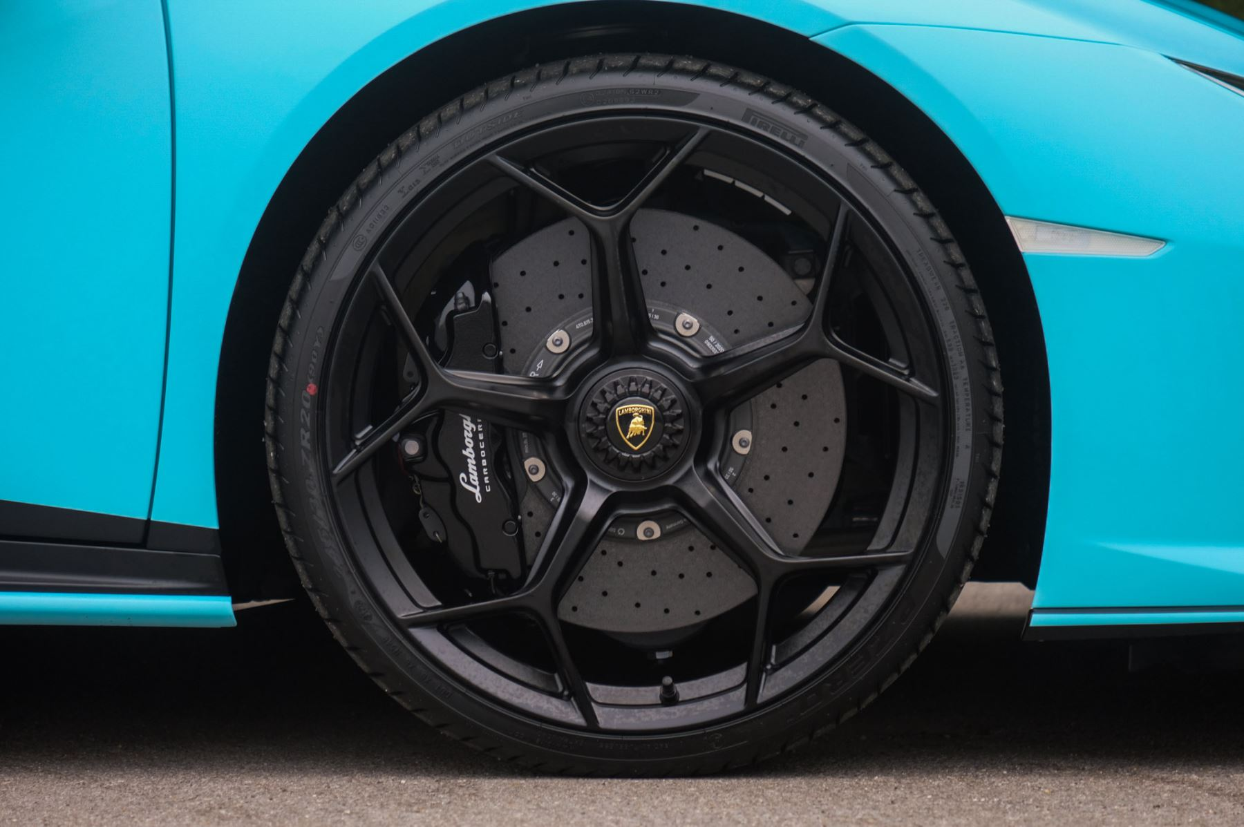 Lamborghini Huracan EVO Coupe image 9