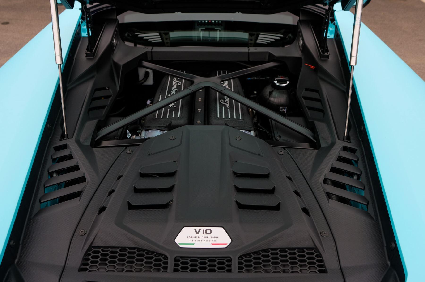 Lamborghini Huracan EVO Coupe image 8