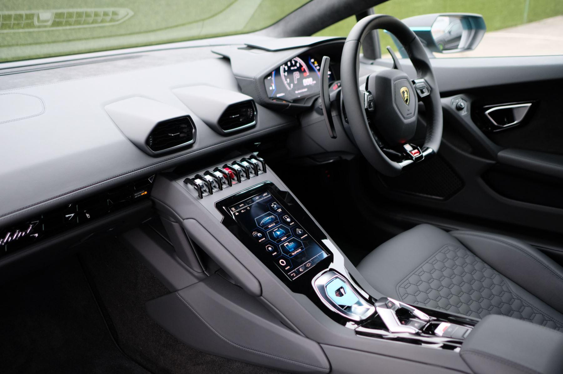 Lamborghini Huracan EVO Coupe image 7