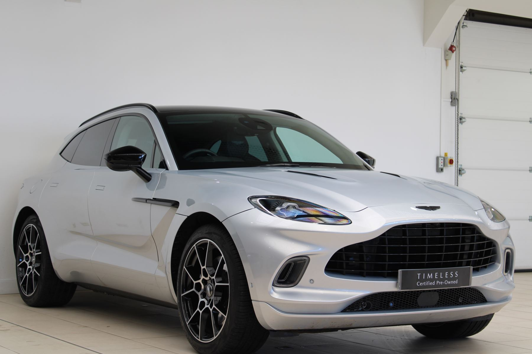 Aston Martin DBX V8 550 Touchtronic image 3