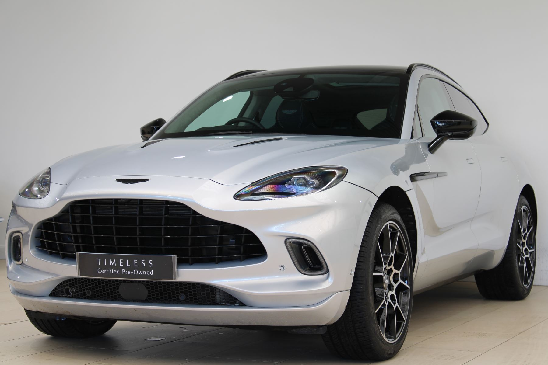 Aston Martin DBX V8 550 Touchtronic image 4