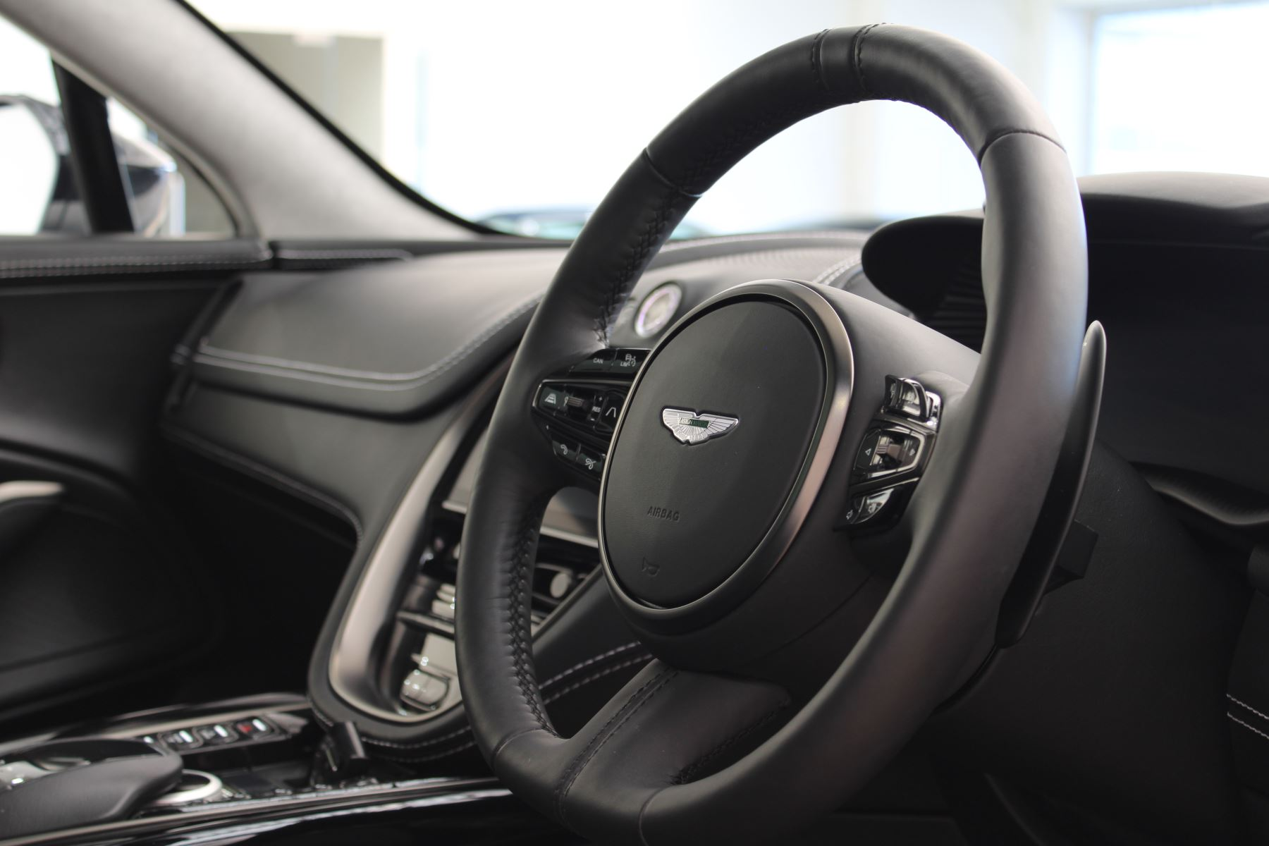 Aston Martin DBX V8 550 Touchtronic image 5