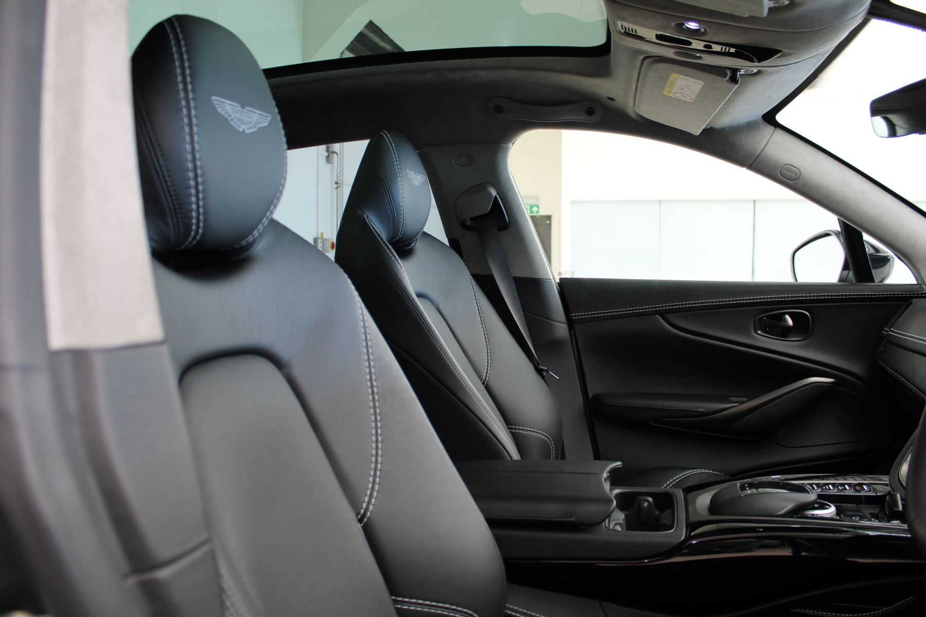 Aston Martin DBX V8 550 Touchtronic image 7
