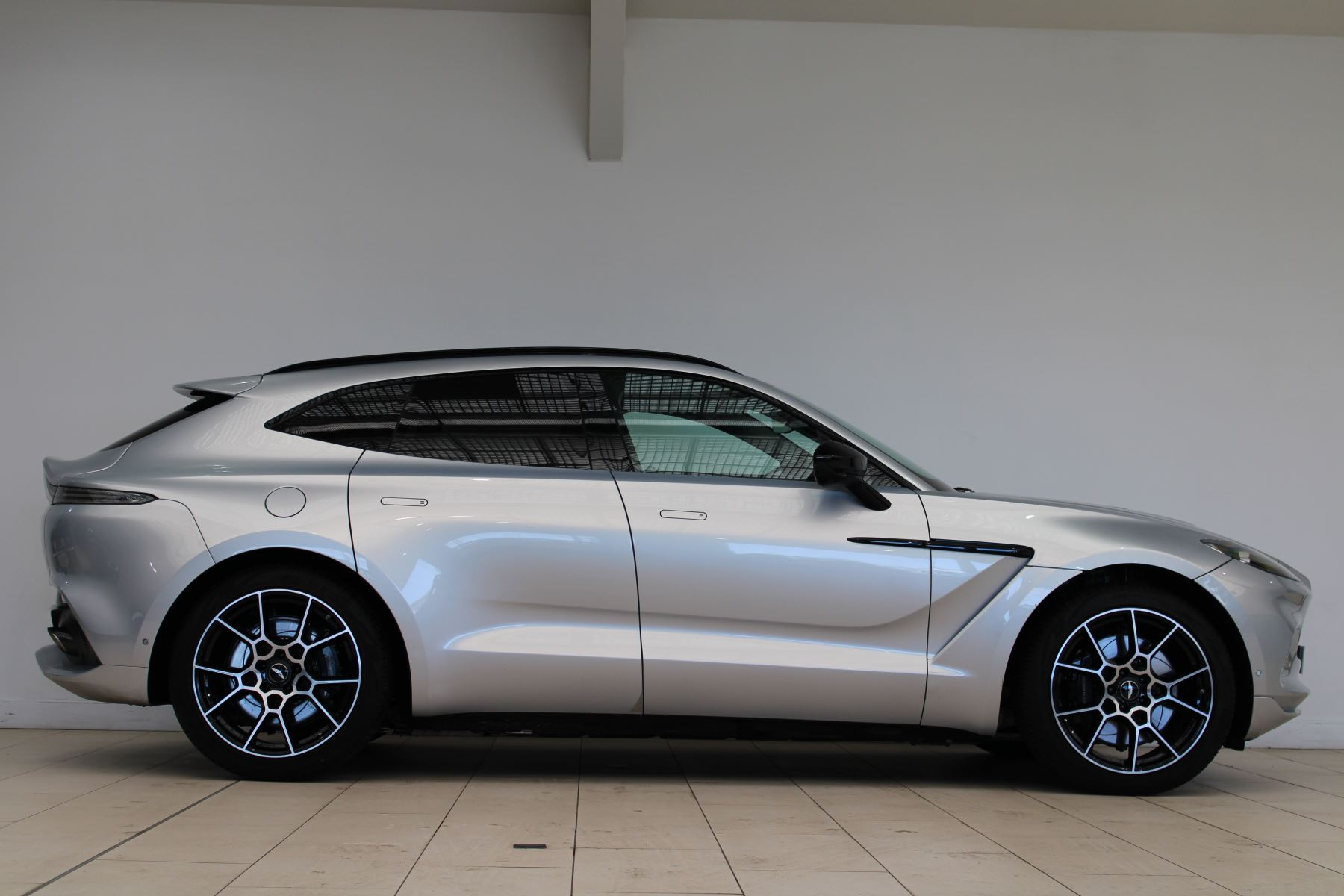 Aston Martin DBX V8 550 Touchtronic image 19