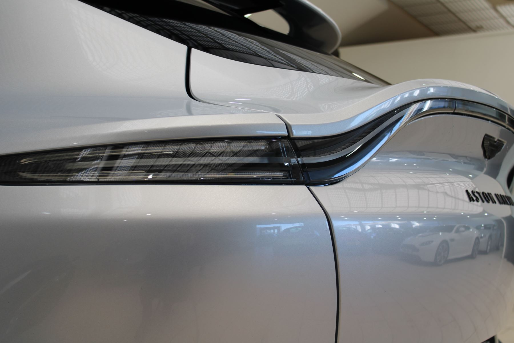 Aston Martin DBX V8 550 Touchtronic image 17