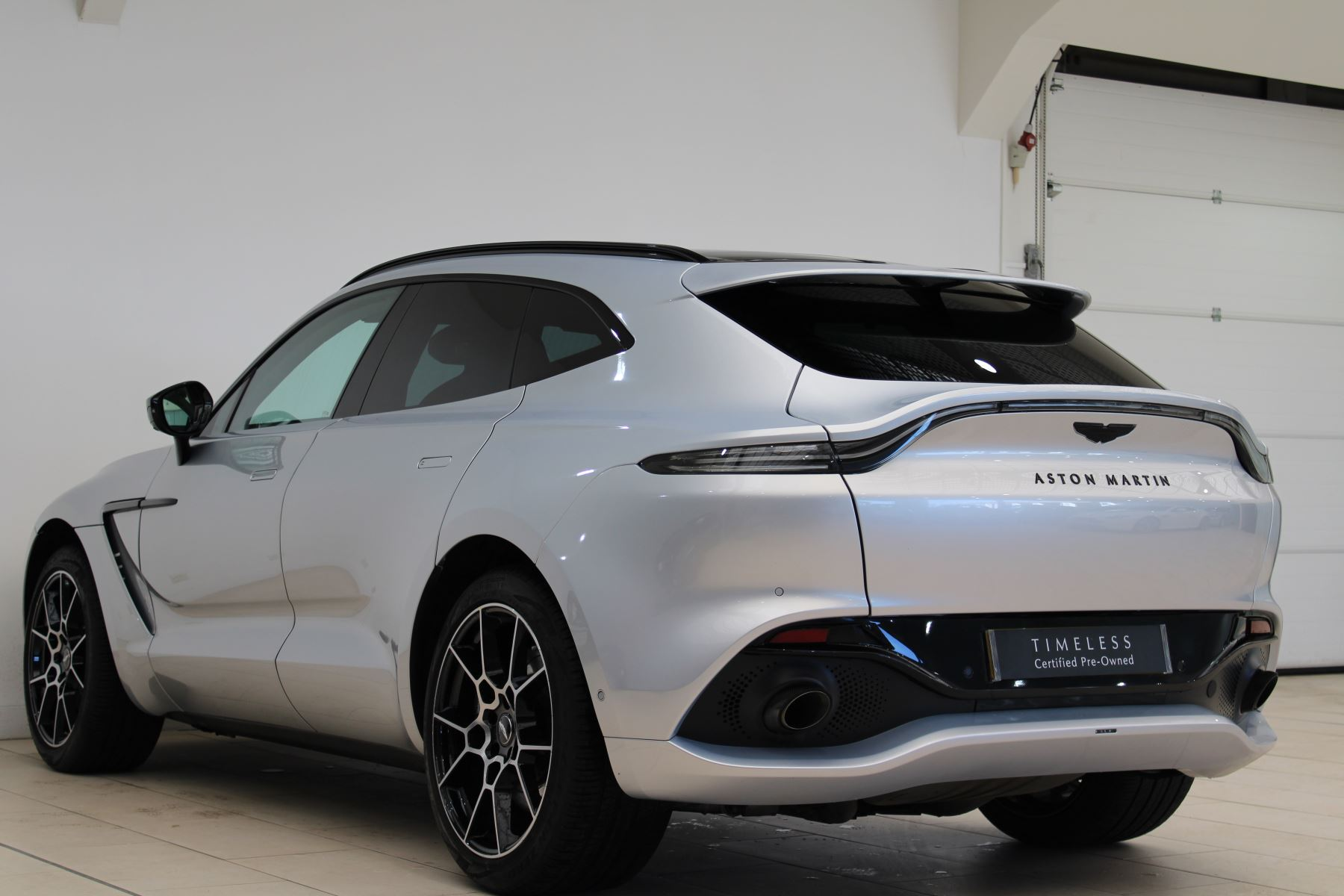 Aston Martin DBX V8 550 Touchtronic image 22