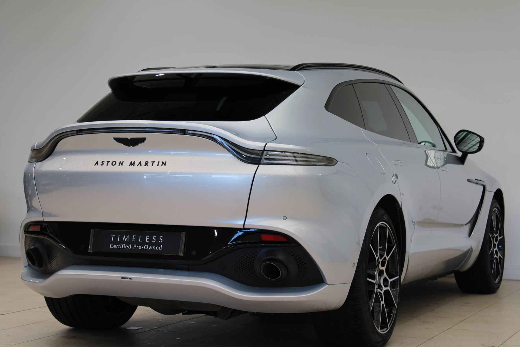 Aston Martin DBX V8 550 Touchtronic image 21