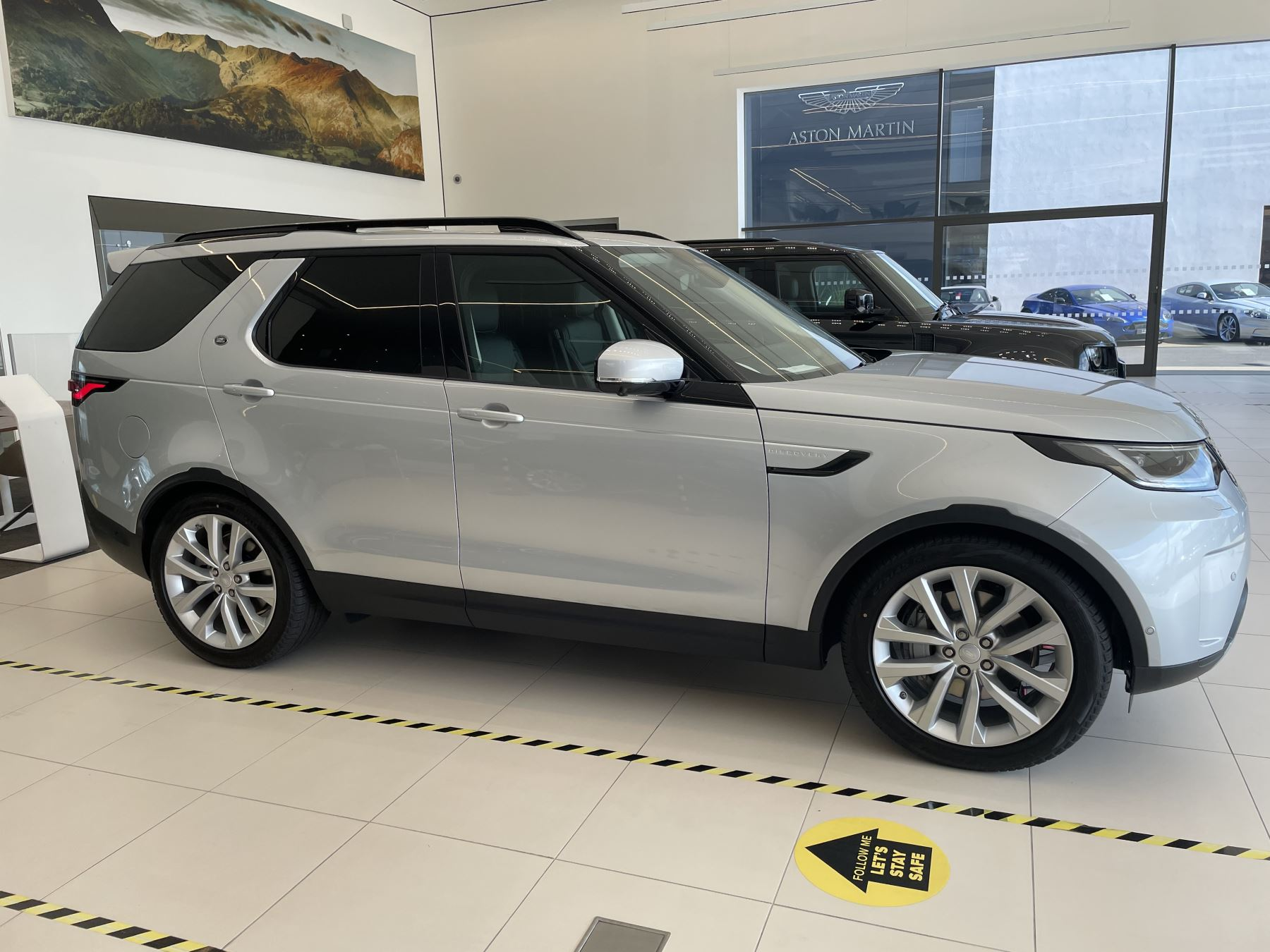 Land Rover Discovery 3.0 D300 SE COMMERCIAL 5dr Auto image 2