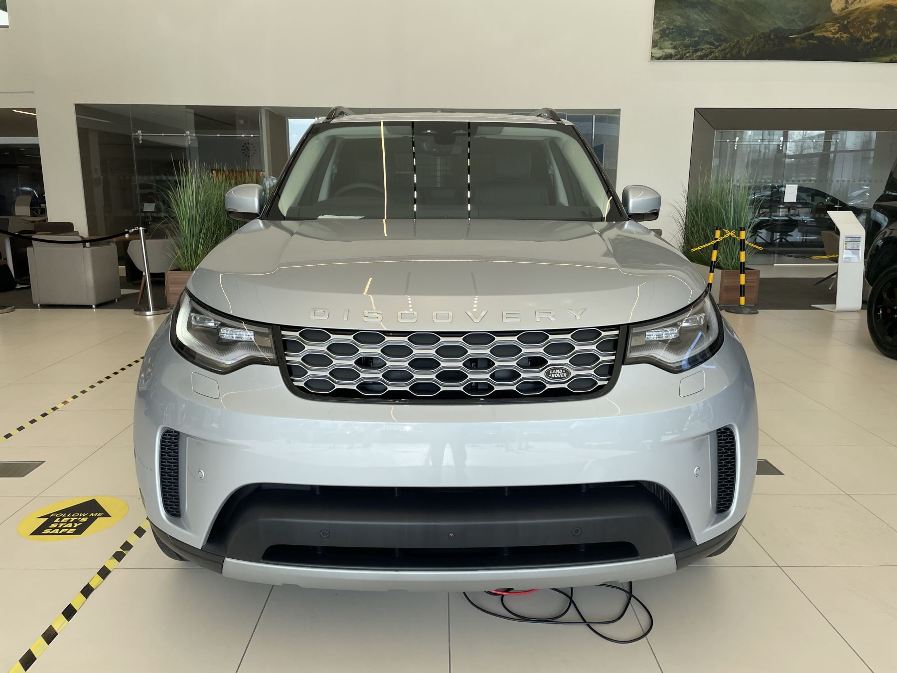 Land Rover Discovery 3.0 D300 SE COMMERCIAL 5dr Auto image 6