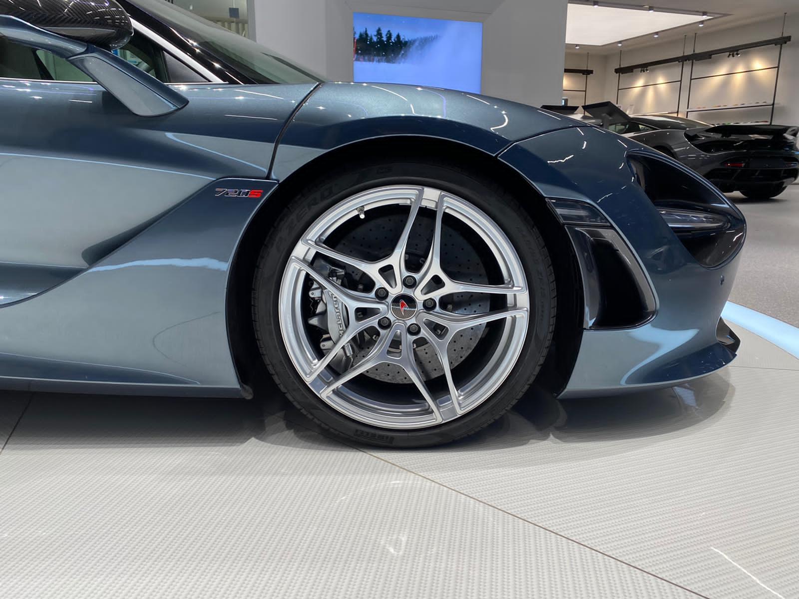 McLaren 720S V8 2dr SSG LUXURY image 2