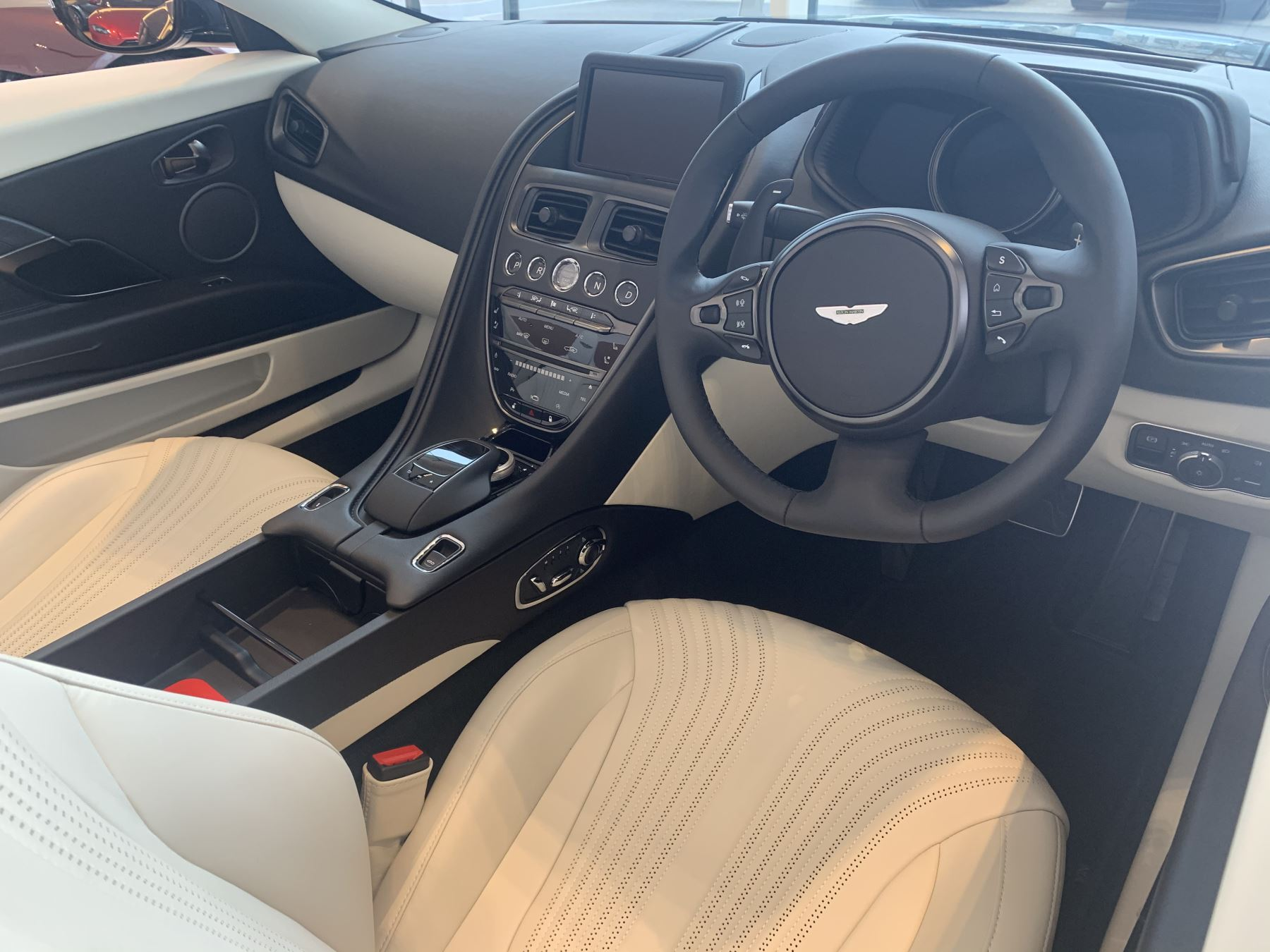 Aston Martin DB11 V8 Touchtronic image 15