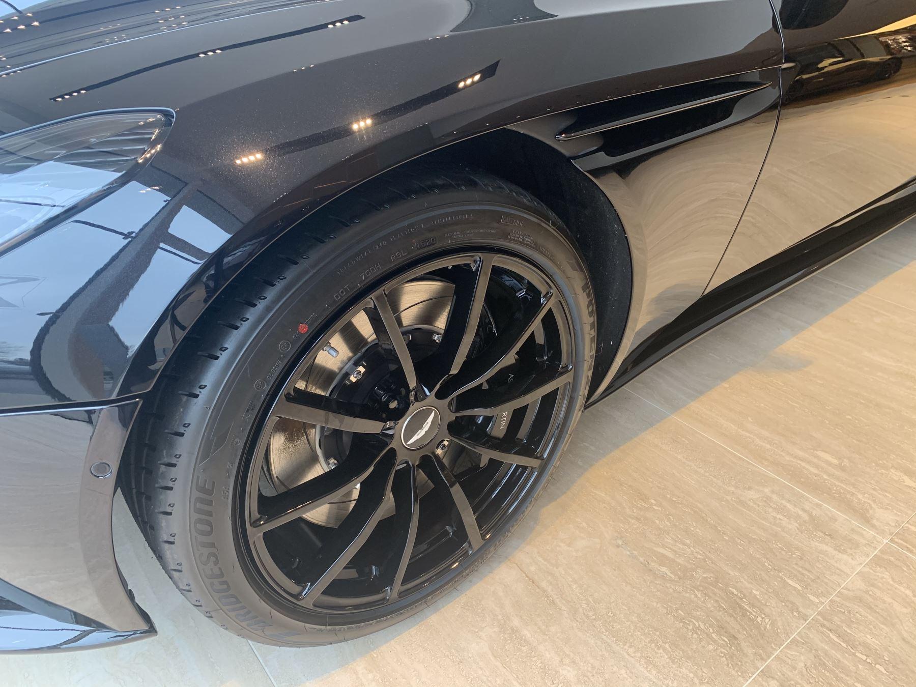 Aston Martin DB11 V8 Touchtronic image 10