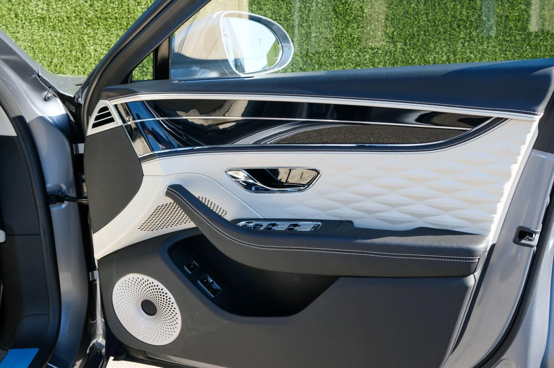 Bentley Flying Spur 6.0 W12 4dr image 17