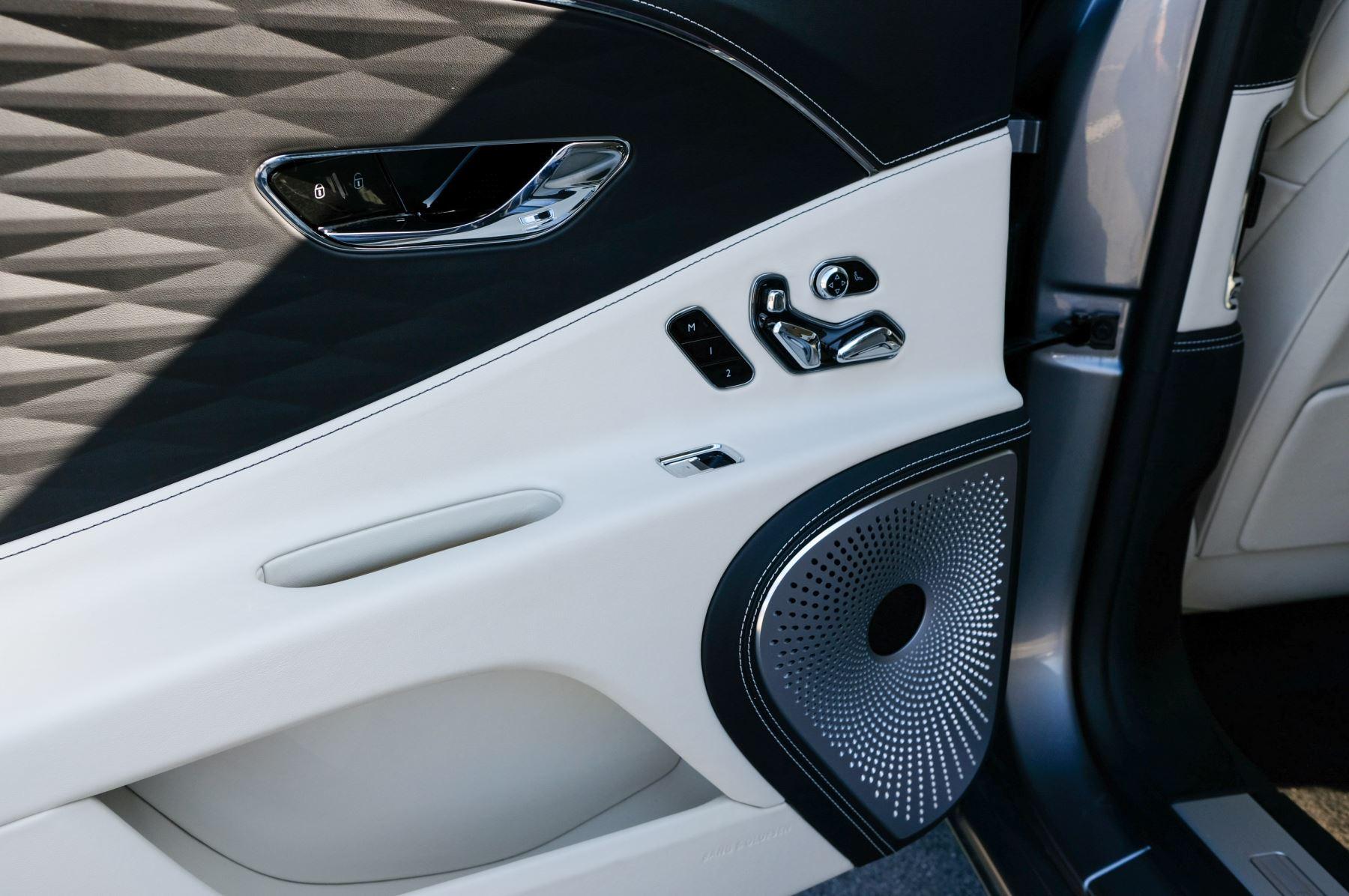 Bentley Flying Spur 6.0 W12 4dr image 21