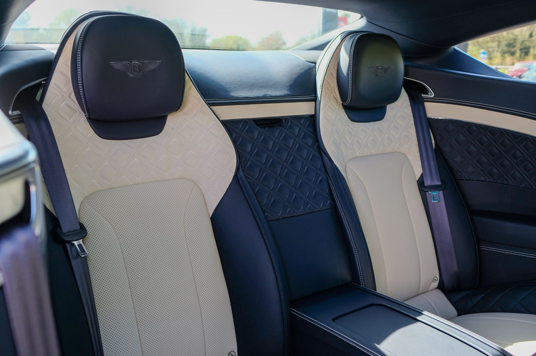 Bentley Continental GT 4.0 V8 Mulliner Edition 2dr Auto - City Specification - Panoramic Glass Roof image 14