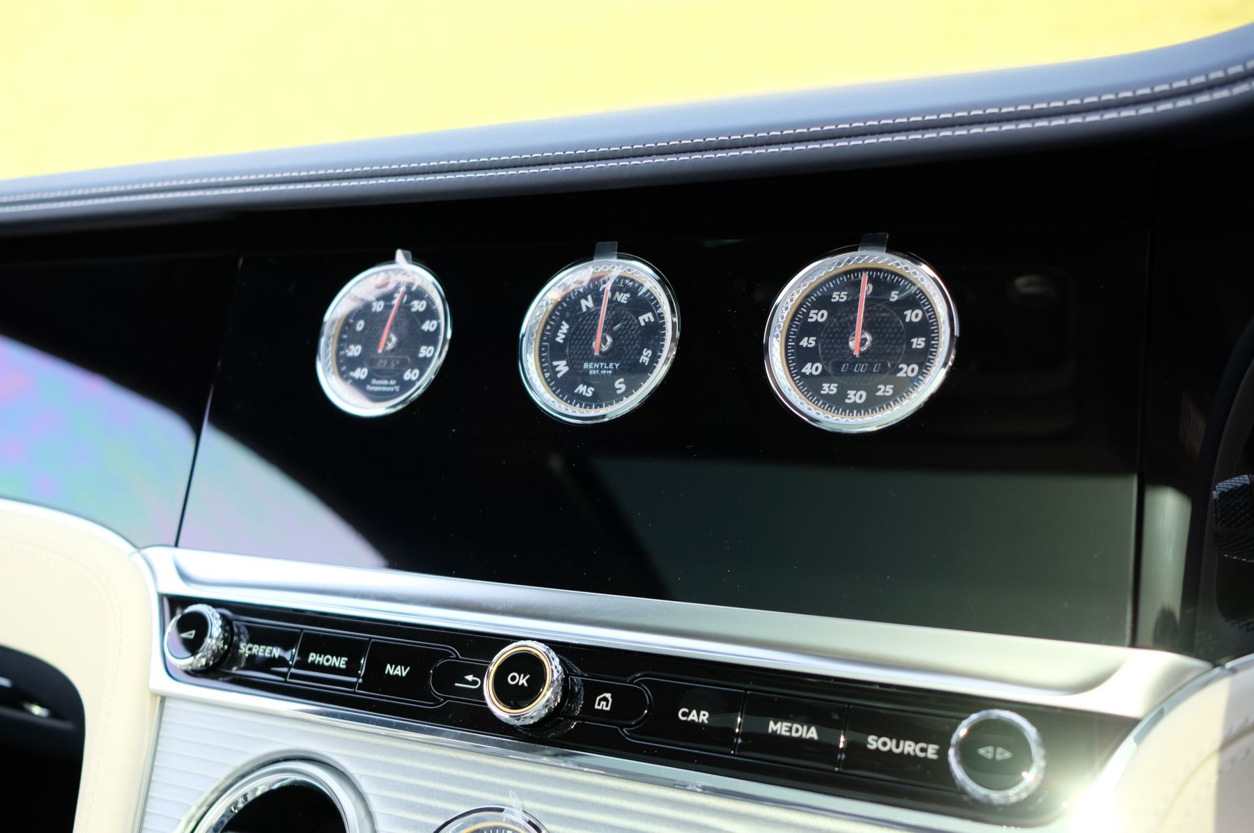 Bentley Continental GT 4.0 V8 Mulliner Edition 2dr Auto - City Specification - Panoramic Glass Roof image 20